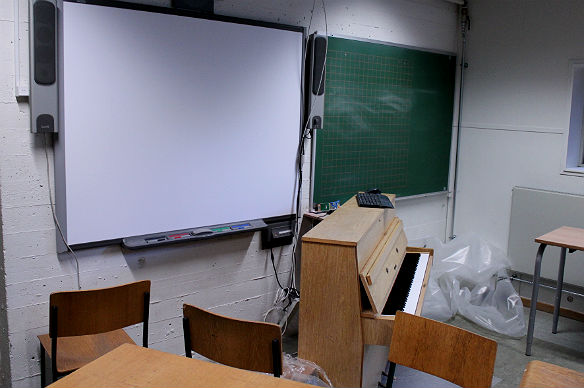 Dyre smartboards hænger efterladte i klasser. De bruges til filmfremvisning eller af elever i frikvarterne, hvis de virker. Undersøgelse afslører, at lærere ikke ved, hvordan de skal bruge smartboards i fagene.